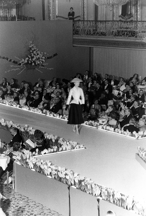 Paris after World War II – Dior fashion show in Chicago