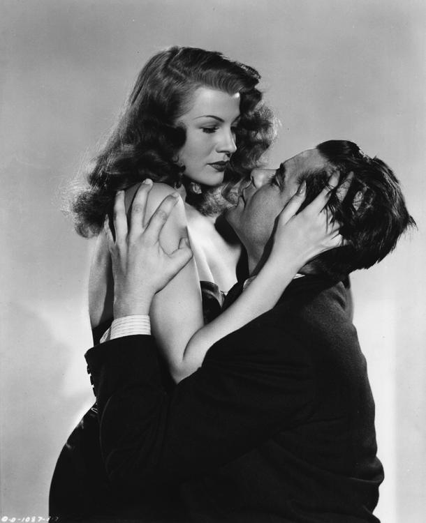 Gilda – Rita Hayworth and Glenn Ford embrace